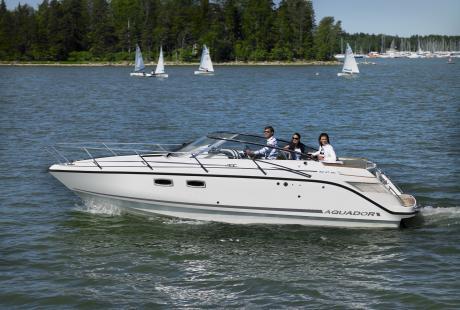Aquador 27 DC avovene/day cruiser/matkavene/päivävene/moottorivene/lasikuituvene
