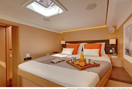 Lagoon 620 guest cabin